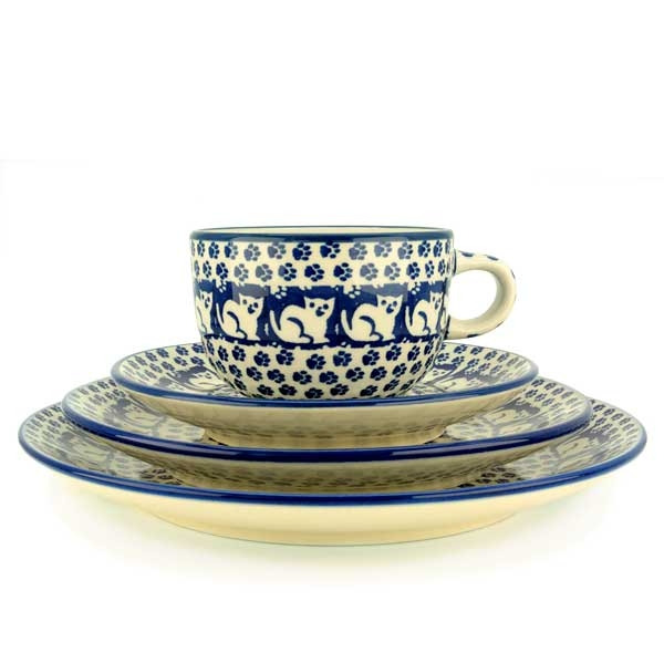 Polish Pottery set of breakfast plate 1, plate 2, cup and saucer garfield pattern